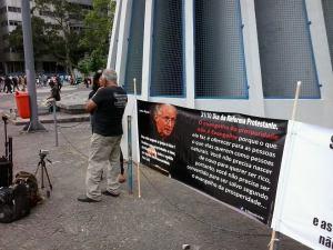 Muitos pararam para conversar com o pessoal que se manifestava no Rio.