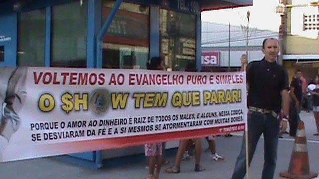 Faixa vista por Malafaia nas Marchas para Jesus no Rio. Infelizmente, ele não pode dizer que não foi avisado.